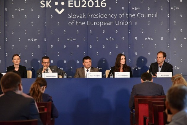 Press conference on the Bratislava declaration. From left: Sarah Glück, author of the declaration; Carlos Moedas, Commissioner; Peter Plavcan, Slovak Minister; Emilia Petrikova and Miguel Jorge, authors of the declaration. Photo credits: EU2016 SK.